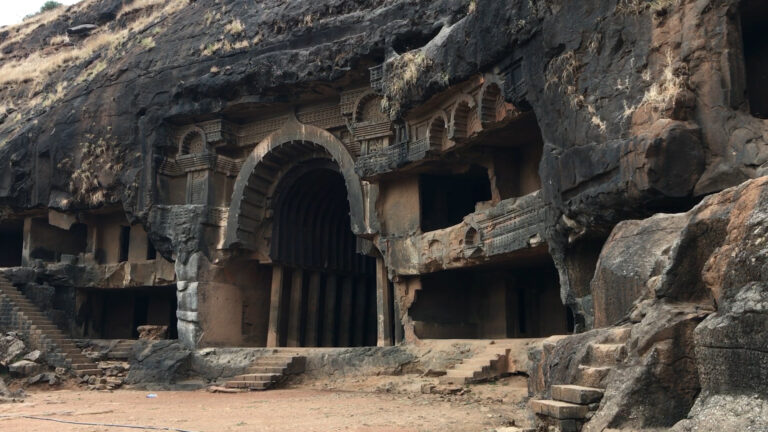 अद्भुत हैं बौद्ध काल की भाजा गुफाएं