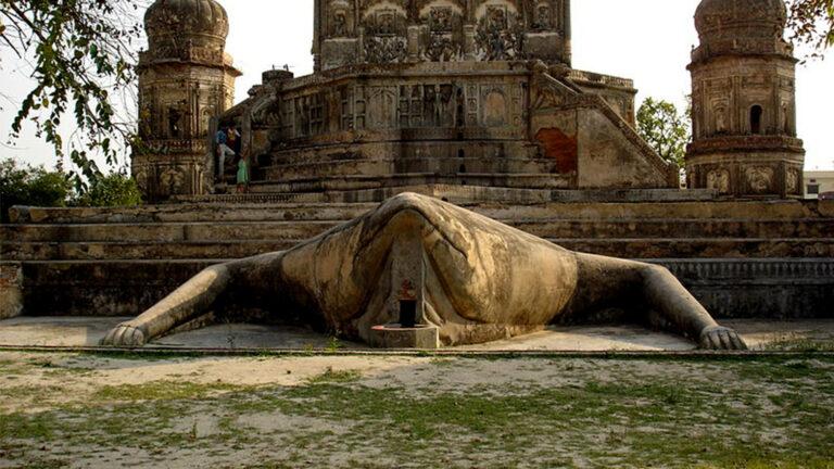 मेंढ़क की पीठ पर सवार तांत्रिक मंदिर